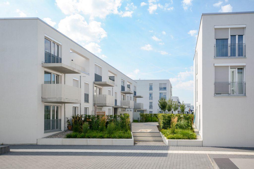 moderne apartments in der stadt weiß